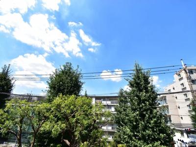 3階部分からの眺望です。陽当りはもちろん風通しも良好で心地良い風が吹き込みます。