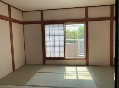 柔らかい畳が心地よい和室です。隣の和室と合わせてもお使い頂けます。