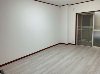 ゆったりした洋室です。1階の約6帖のお部屋です。
