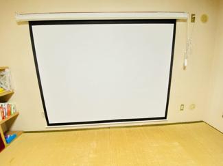 習志野七ツ台住宅 和室には120インチのシアタースクリーンを完備!くつろぎながら映画館気分を味わえます♪