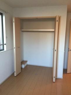 洋室の収納スペースになります