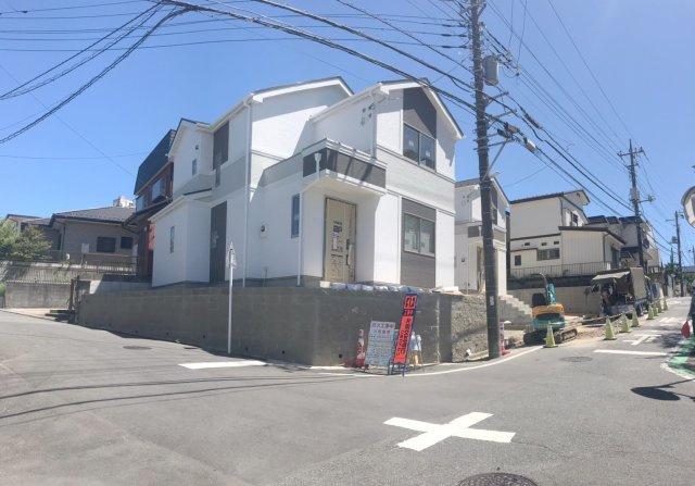 【前面道路含む現地写真】松戸市小金原2丁目Ⅲ 全2棟