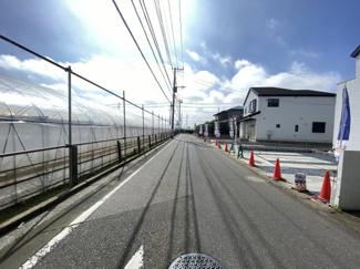 前面道路は5.7mの公道です。