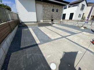駐車スペースです。全棟敷地が約47坪以上ですので日当たり良好です。