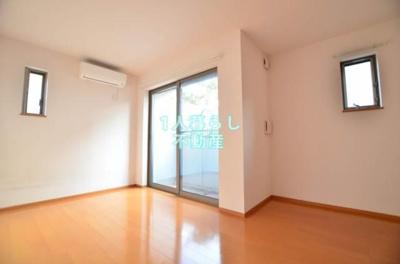 小窓可愛い、明るいお部屋
