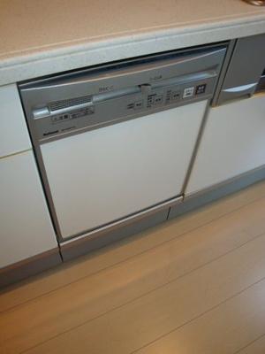 キッチンに備え付けられている食洗・機乾燥機です。浄水器もございます!!