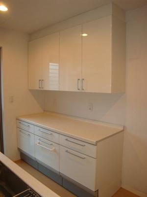 キッチンに備えられている収納スペースです。
