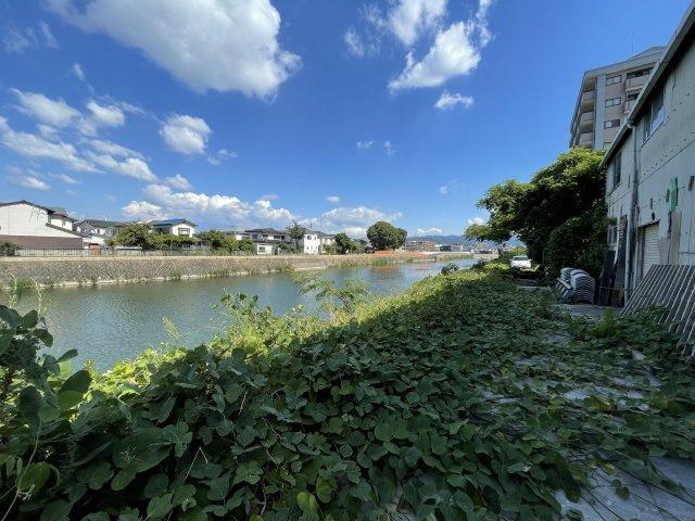 敷地内より那珂川を撮影