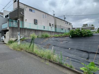 東急田園都市線「桜新町」駅徒歩9分。閑静な低層住宅街の売地です(2021.08.29撮影)。