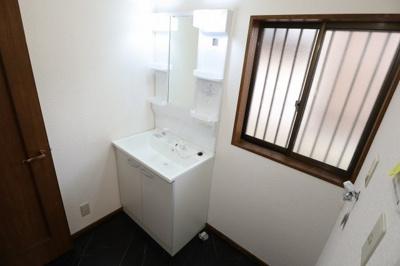 洗面所も写真の通りピカピカできれいです!