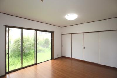 窓が大きいので室内は明るいです!