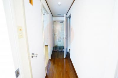 廊下と玄関です。