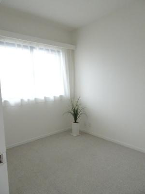 室内明るいフローリング洋室