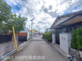前面道路は南側 幅員約4.5m公道に面しております♪静かな住宅街です(^^)