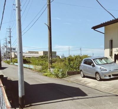 閑静な住宅街です。公道南側4.9mに接道しています