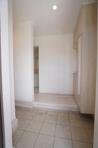 【同仕様施工例】シンプルで落ち着いた玄関です。