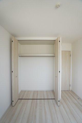 【同仕様施工例】2階5.25帖 収納ケース等を使って上手に収納したいですね。