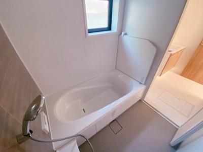 1坪の広々バスルーム♪浴室乾燥付で雨の日でも楽々お洗濯♪