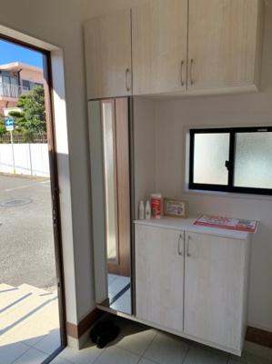【同社施工事例写真】常にスッキリな玄関でいられるよう、充分なシューズボックスを装備しています!