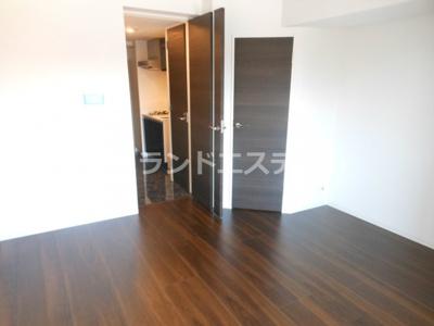 【内装】レジディア三軒茶屋Ⅲ ウォークインクローゼット 独立洗面台