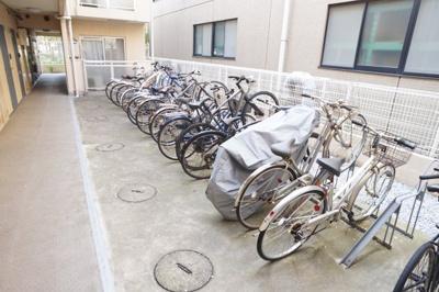 自転車置き場※写真は別のお部屋です