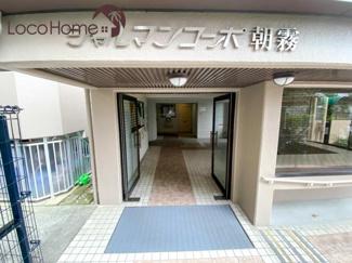 建物の入り口です