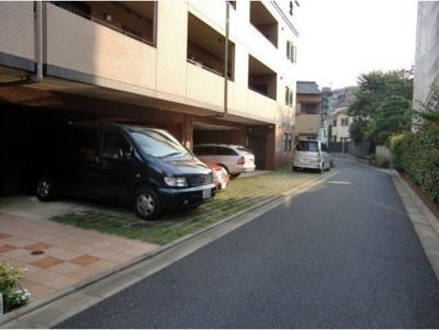 【駐車場】シュトラーセ 更新料無 ペット飼育可 2人入居可能