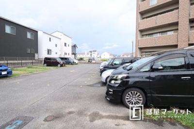 【駐車場】フルール・ド・スリジェ