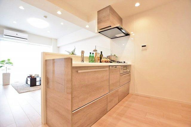 家族の対話の弾む対面式キッチンは、食洗機、浄水器 標準装備です