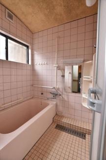 【浴室】57111 不破郡垂井町地蔵中古戸建て