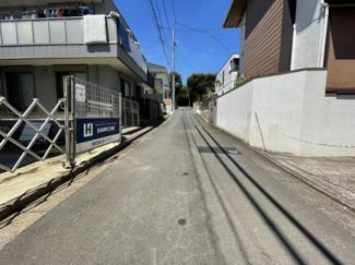 (西側道路)ご近所の方以外に通行の少ない道路。