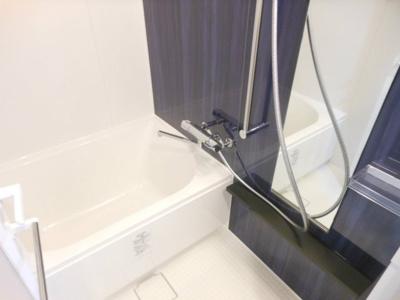 【浴室】レジディア三軒茶屋Ⅲ 築浅 トランクルーム 独立洗面台