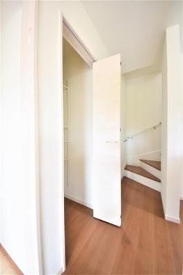 この様なちょっとした収納スペースがあると嬉しいですね(^^)
