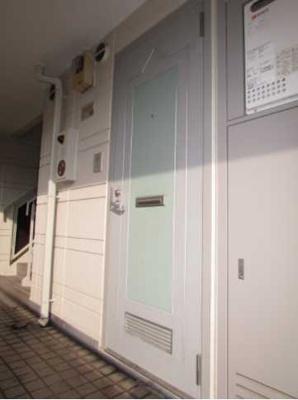 【玄関】安藤ホームズ バストイレ別 駅近 室内洗濯機置場