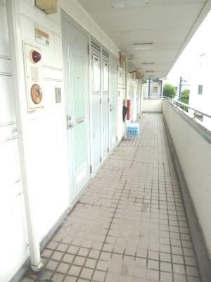 【ロビー】安藤ホームズ バストイレ別 駅近 室内洗濯機置場