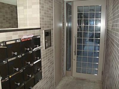 【エントランス】K2三軒茶屋 駅近 バストイレ別 室内洗濯機置場 オートロック
