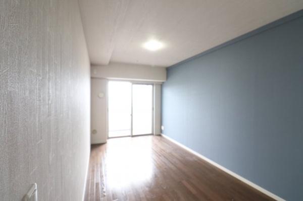 【洋室】8.3畳の洋室です。