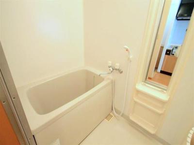 細かな収納が便利な浴室♪