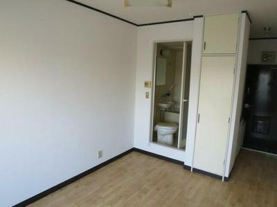 きれいな形のお部屋です。