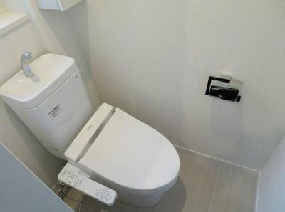 ウォシュレット付きが嬉しいトイレです。