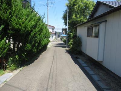【前面道路含む現地写真】能代市落合字下大野・中古住宅