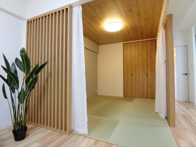 和室があれば、来客や子供用のスペースとして活躍します おしゃれなスリット格子付き