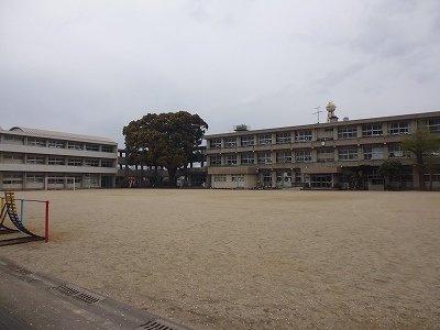 日岡小学校まで650m