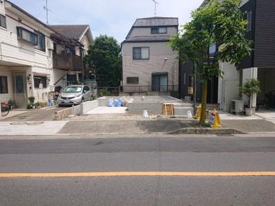 【前面道路含む現地写真】足立区入谷2丁目新築戸建て