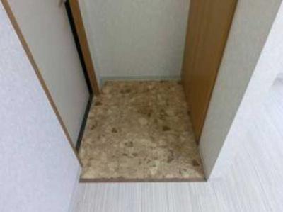 【玄関】メゾンGO バストイレ別 室内洗濯機置場 オートロック
