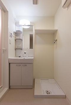 シャンプードレッサー&防水パン付室内洗濯機置場