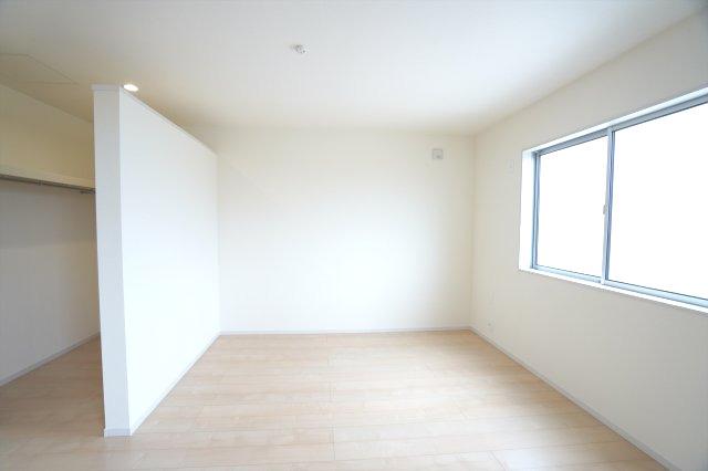 【同仕様施工例】2階8.5帖 WICがあるお部屋です。すっきり片付けられます。