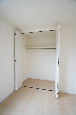 【同仕様施工例】2階6.75帖 シンプルで使い勝手のよいクローゼットです。
