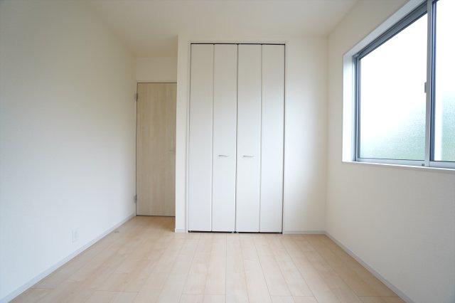 【同仕様施工例】2階5.34帖 各居室シンプルな洋室で使いやすいです。家具のレイアウトも楽しみです。