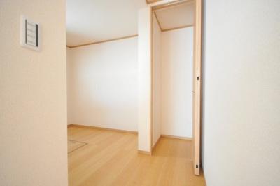宝塚市御殿山4丁目2期 新築一戸建て 同一仕様例写真です。実際とは色・柄等が異なります。